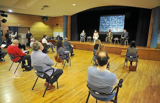 Una veintena de representantes del mundo empresarial y laboral participaron en la reunión sobre las ayudas en Calvià.