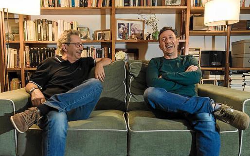 Jordi Canal y Àlex Martín, autores del volumen, en una fotografía promocional del libro.