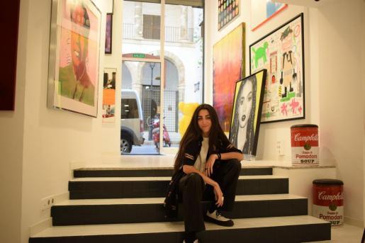 La responsable de la Soho Gallery, Natasha Cantero, en la galería.