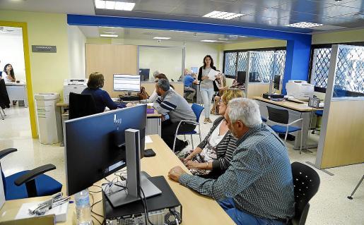 La campaña de la Renta se inicia hoy por internet y hasta el 2 de junio no se podrá hacer de forma presencial en oficinas de la AEAT.