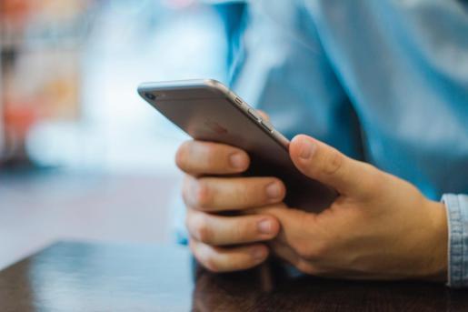 Los teléfonos Android, al igual que los de Apple, generan un código único -el AAID- con el que identifican a cada uno de sus usuarios.