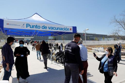 Punto de vacunación del Hospital Enfermera Isabel Zendal de Madrid.