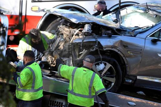 Imagen del vehículo de Tiger Woods tras el accidente.