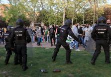 Cargas policiales a la llegada de Abascal y Monasterio a Vallecas