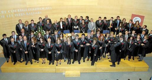 Los colegiados que participaron ayer en el acto de jura o promesa celebrado en el Colegio de Abogados.