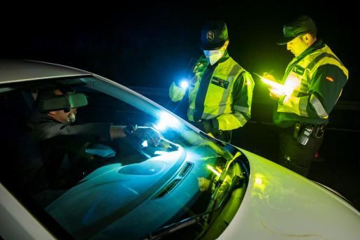Los controles policiales han sido frecuentes para garantizar el cumplimiento del toque de queda.