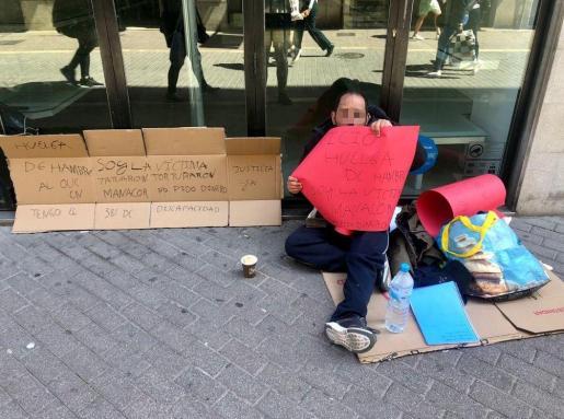 El hombre con discapacidad que denunció torturas en Manacor, esta mañana, en la calle Sant Miquel de Palma.