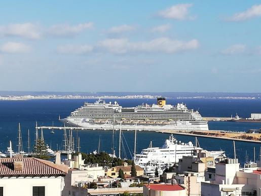 Imagen de archivo de un crucero en el puerto de Palma.