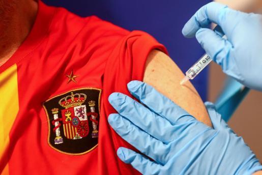 La campaña de vacunación en España marca en las últimas 24 horas un nuevo récord diario con 453.682 inoculaciones.