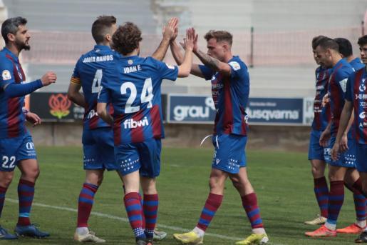 Imagen de los jugadores del Poblense celebrando un gol.