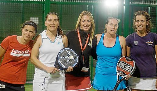 Natalia Gabrielli y Noelia López (subcampeonas de 1ª categoría), Sylvia Arias, Eva García y Rosa Llaneras (campeonas de 1ª categoría).