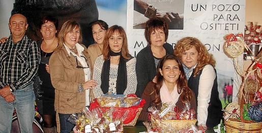 José Antonio Fernández, Asun Pérez, Vicky Olivares, Mercedes Albertí, Joana Maria Bota, Esperanza Oliver, Ángela Céspedes y Helen Salord.