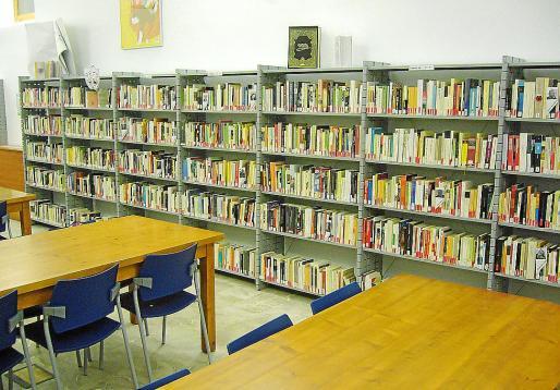 Imagen de la biblioteca de Sineu que se ubica en el antiguo convento de la localidad.