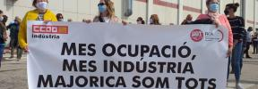 Concentración de un centenar de trabajadores a las puertas de Majorica