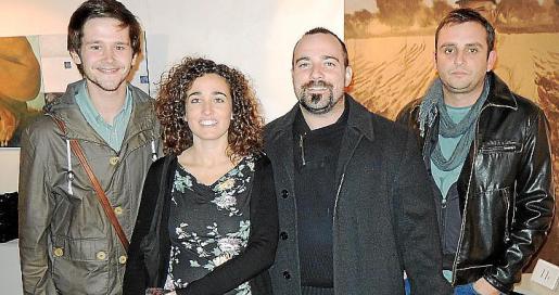 Los autores Sebastià Portell y Pau Vadell, primero y tercero en la imagen, con Maria Muntaner y Pere Perelló.