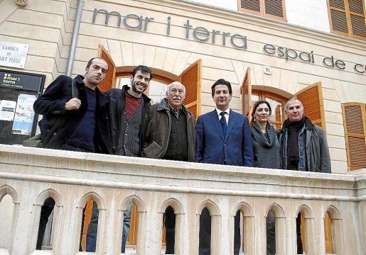 Los responsables del montaje junto a Fernando Gilet, ayer en Palma.