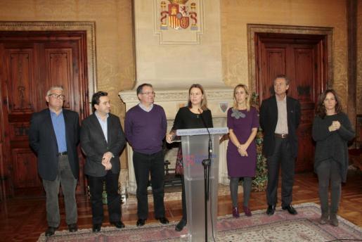 María Salom y algunos consellers, durante la Copa de Navidad celebrada esta mañana.