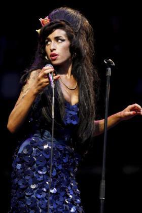 Imagen de archivo del 28 de junio de 2008 de la cantante británica de soul Amy Winehouse sobre el escenario del festival de Glastonbury, en Somerset, Reino Unido.