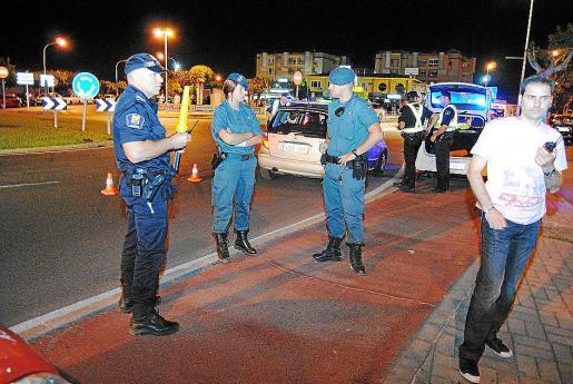 Guardia Civil y Policía Local de Alcúdia practicaron la detención.