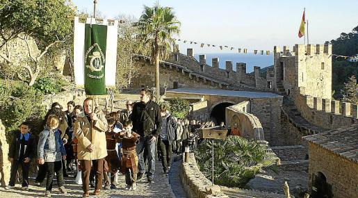 La procesión finalizó en el Castell de Capdepera con el tradicional 'Sermó de la Boira'.