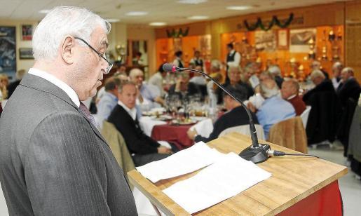 El presidente de la Associació de Veterans del Real Mallorca, Julià Mir, durante su discurso en Son Moix.