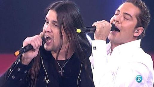 Rafa y David Bisbal, cantando juntos.