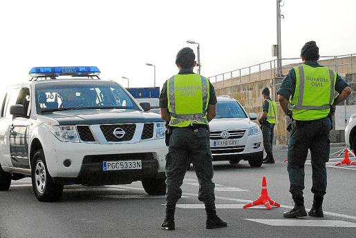 La Guardia Civil procedió a la detención del compañero denunciado por violencia de género.