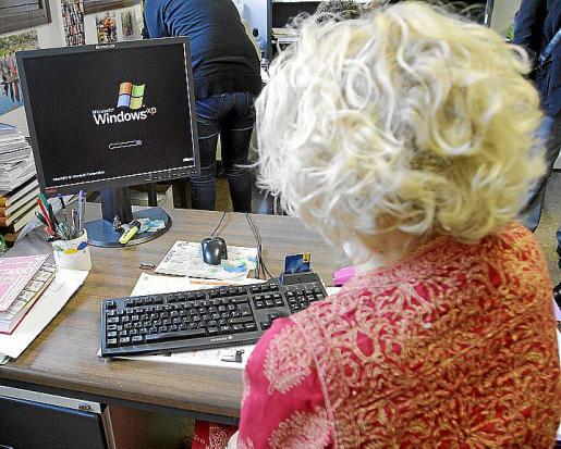 LOCAL.UH. PATO + FOTO. Concentración y apagón informático en los juzgados  palma bota