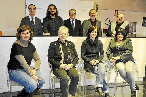 Los responsables de la obra posaron junto a las autoridades, ayer en Palma.