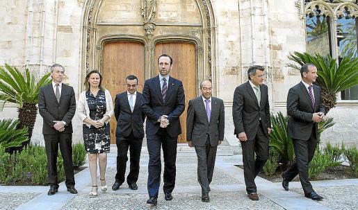 María Salom, con el resto de presidentes de consells, y con Bauzá, Gómez y Aguiló.