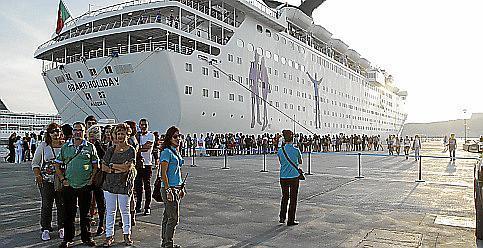 La llegada de cruceros ha bajado este año por el aumento de la competencia, de ahí la estrategia de bonificaciones de la Autoritat Portuària para 2013.
