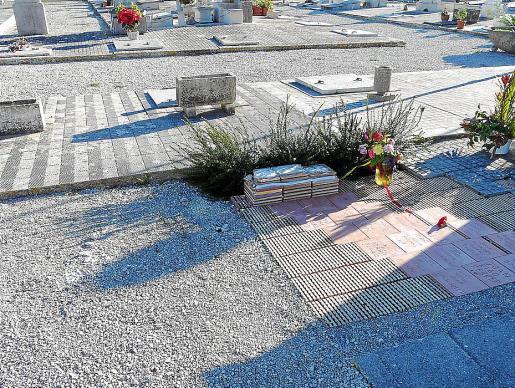 Ayer se retiró la parte superior del memorial que había sido derribada. g Foto: J.S.