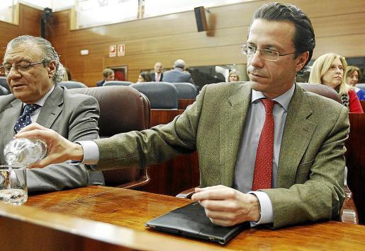 El consejero de Sanidad, Javier Fernández-Lasquetty, al comienzo del pleno extraordinario que se celebra esta tarde en la Asamblea de Madrid para debatir y, si procede aprobar, la Ley de Acompañamiento. EFE/Zipi