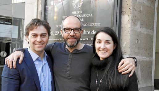 El director musical del Principal, José María Moreno, junto a Joan Maria Segura y Anna Alborch, de la compañía EGOS. g Foto: T. A.
