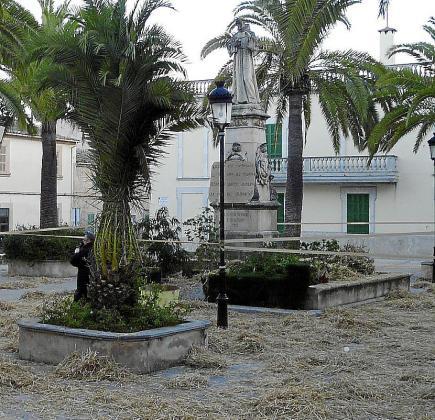 Sant Joan. La paja y la tierra junto a viejos sofás y algunas direcciones prohibidas dieron qué hablar.