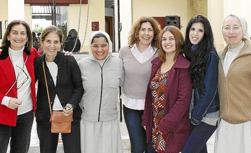 Carmen Sancho, CArmen Luca de Tena, Ivonette Cáceres, Cati Serra, Neus Folch, Laura Campos y Aina Arnau