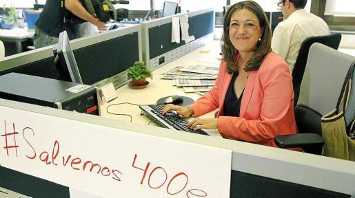 La portavoz parlamentaria socialista, Soraya Rodríguez, trabajando para la campaña vía Twitter y Facebook.