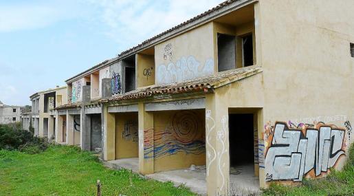Los 68 apartamentos de ses Covetes continúan con su constante proceso de degradación.