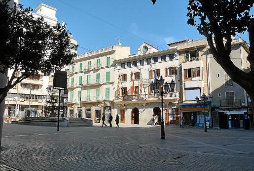 Imagen del Ajuntament d'Inca en la plaza de España de la localidad.