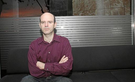 El autor del corto, Andrés Enrique-Arias, posó para este periódico antes de la entrevista.
