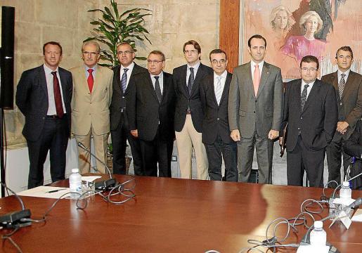El Govern se reúne de forma periódica con representantes de los grupos bancarios.