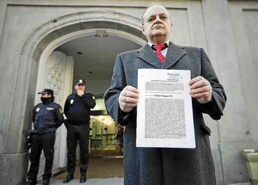 El abogado de Democracia Real Ya, Miguel Ángel Jiménez, a la entrada del Supremo.