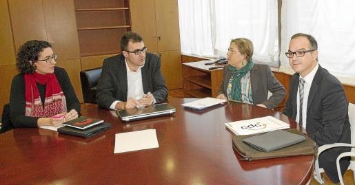 Dos representantes de CiU y de ERC participaron en la primera reunión para desarrollar el acuerdo de gobernabilidad.