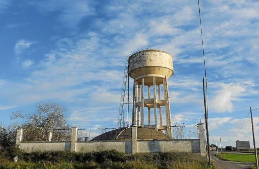 Imagen de uno de los pozos con nitratos ubicado junto al polígono de servicios en la ronda del Port.