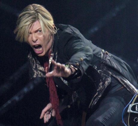 David Bowie, durante una actuación realizada en Montreal en 2003.