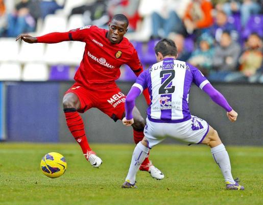 Michael Pereira encara a Antonio Rukavina durante el partido del pasado sábado en Valladolid.