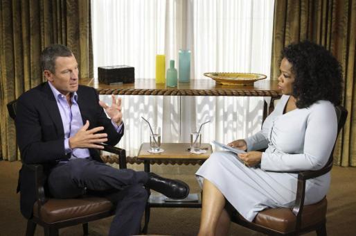 Lance Armstrong con Oprah Winfrey, durante la entrevista.
