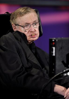 Fotografía tomada el 20 de junio de 2010 que muestra al científico británico Stephen Hawking.