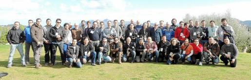 Gran foto de familia de todos los fotógrafos participantes en esta segunda Diada Fotográfica de Pollença.
