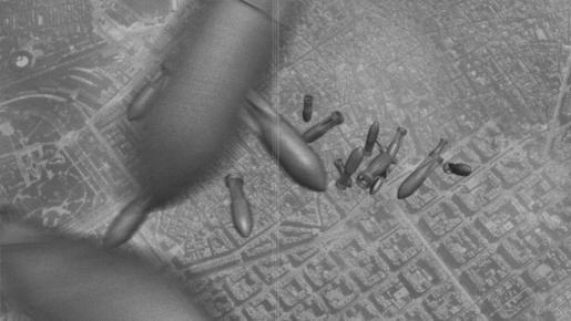 """Un fotograma del film de Jesús Garay """" Mirant al cel """". Imagen del bombardeo contra Barcelona en la Guerra Civil."""